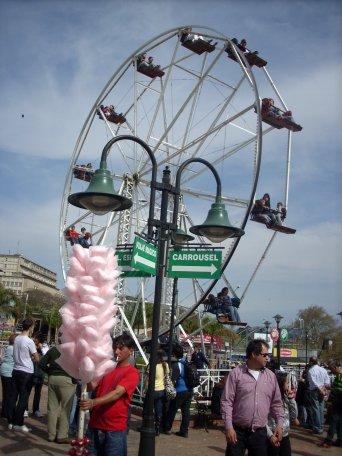 rueda gigante y algodón de azúcar