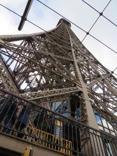 Torre Eiffel por escalera